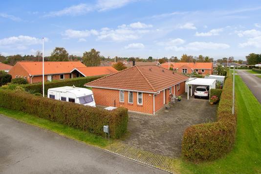 Villa på Sadelmagervej i Sæby - Set fra vejen