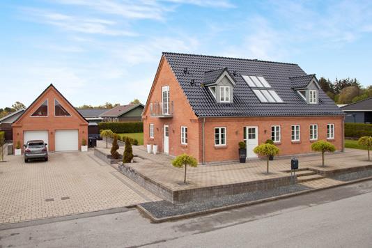 Villa på Boelsmindevej i Sæby - Set fra vejen
