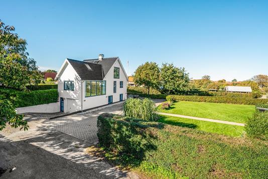 Villa på Solsbækvej i Sæby - Ejendommen