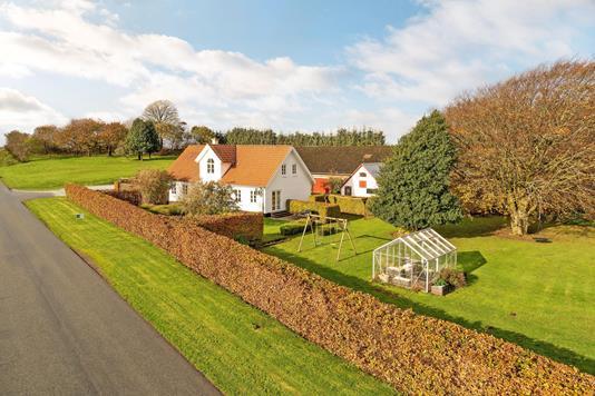 Villa på Ormholtvej i Østervrå - Ejendommen