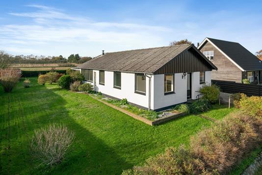 Villa på Hasselvej i Sæby - Ejendommen