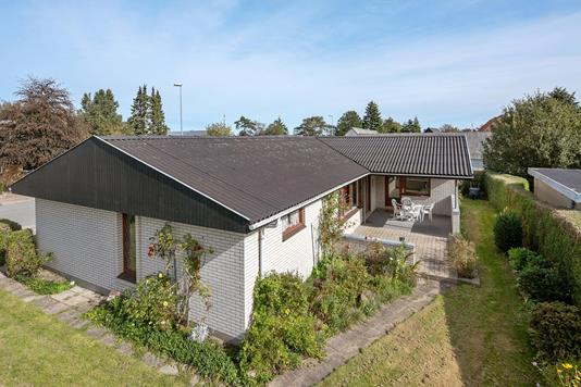 Villa på Langtvedvej i Sæby - Ejendommen