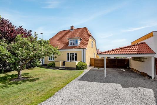 Villa på Jernbanealle i Sæby - Ejendommen