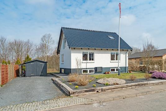 Villa på Vester Alle i Vrå - Ejendommen