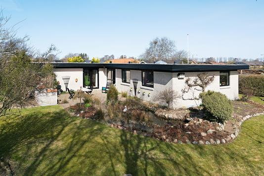 Villa på Hyldemorsvej i Brønderslev - Ejendommen