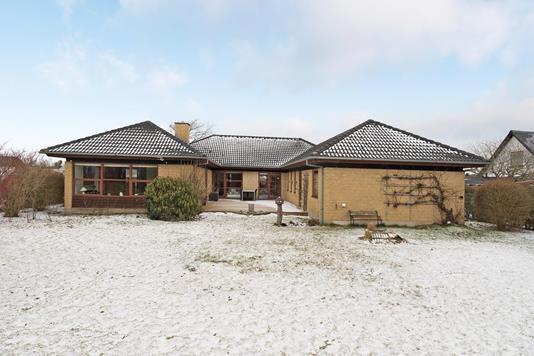 Villa på Albert Dams Vej i Tylstrup - Ejendommen