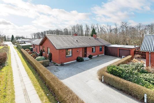 Villa på Slåenvej i Brønderslev - Ejendommen