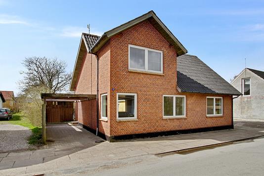 Villa på Skolegade i Fjerritslev - Set fra vejen