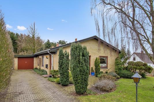 Villa på Korsholmvej i Fjerritslev - Set fra vejen