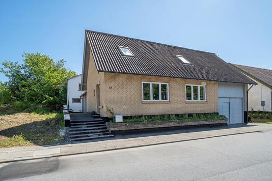 Villa på Bonderup Østergade i Fjerritslev - Set fra vejen