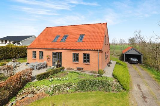Villa på Oppelstrupvej i Gistrup - Ejendommen