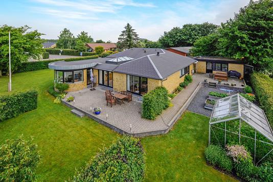 Villa på Hålsvej i Gistrup - Ejendommen