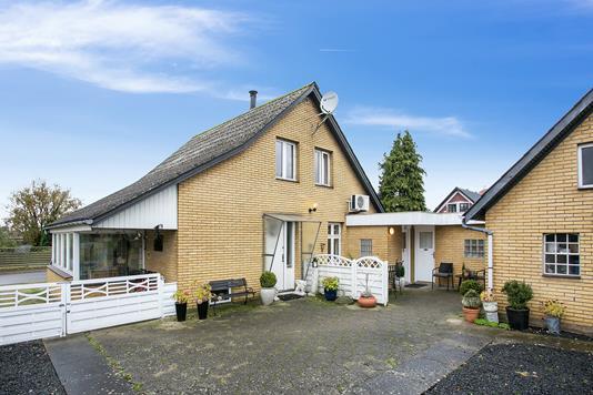 Villa på Fløngvej i Hedehusene - Ejendommen