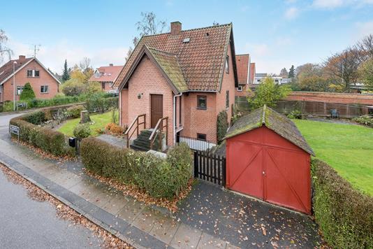 Villa på Dorphs Alle i Taastrup - Ejendommen