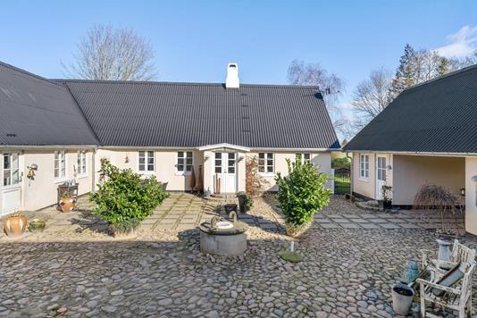Landejendom på Frederiksholmsvej i Taastrup - Ejendommen