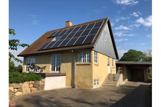 Villa på Jernbane Alle i Taastrup - Set fra vejen