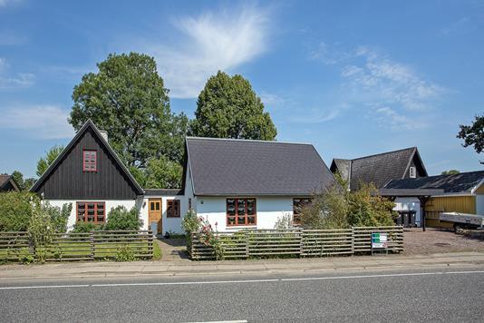 Villa på Ishøj Bygade i Ishøj - Set fra vejen