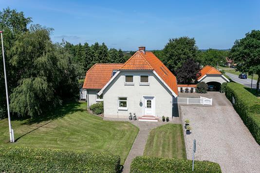 Villa på Nørremark i Løgumkloster - Set fra vejen