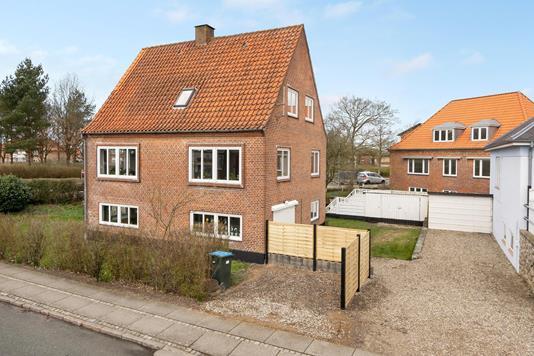 Villa på Jernbanegade i Tønder - Ejendommen