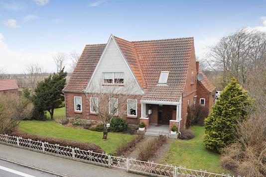 Villa på Terkelsbøl Bygade i Tinglev - Ejendommen