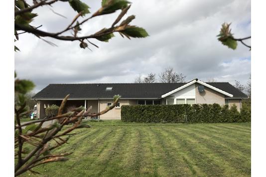 Villa på Lindegårdsdalen i Nykøbing Sj - Ejendommen