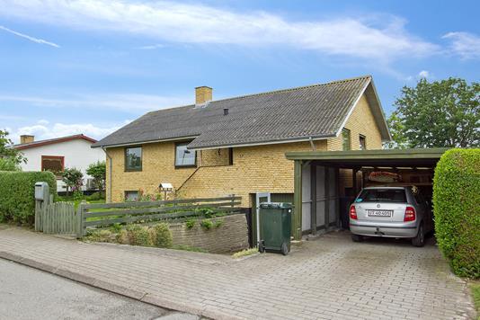Villa på Jessensvej i Sjællands Odde - Set fra vejen