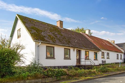 Villa på Strandvej i Højby - Ejendommen