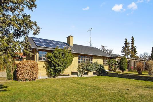 Villa på Byvænget i Højby - Set fra haven