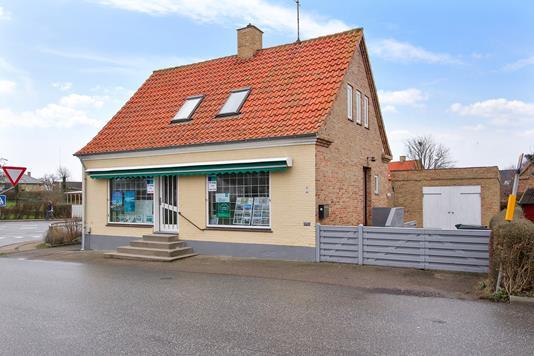 Villa på Østre Havnevej i Sjællands Odde - Set fra vejen