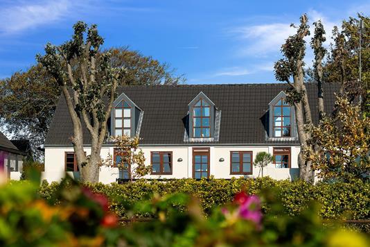 Villa på Strandvej i Højby - Set fra haven