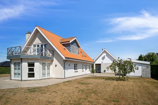 Villa på Klokkelyngen i Højby - Set fra vejen
