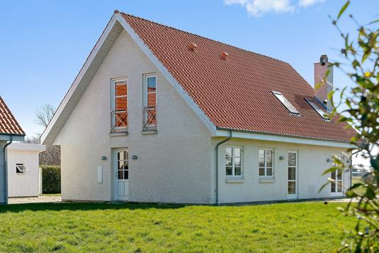 Villa på Klokkelyngen i Højby - Set fra haven