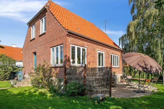 Villa på Nordstrandsvej i Nykøbing Sj - Set fra haven