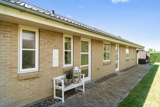 Villa på Lindegårdshegnet i Nykøbing Sj - Set fra haven