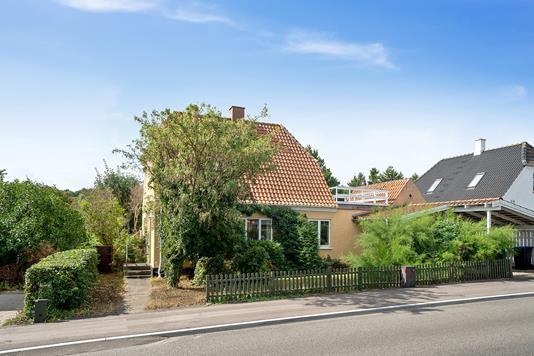 Villa på Isefjordsvej i Nykøbing Sj - Set fra vejen