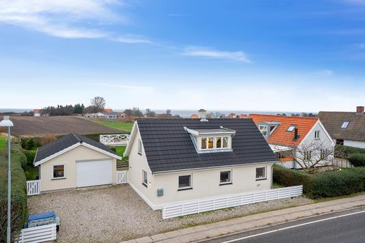 Villa på Oddenvej i Sjællands Odde - Set fra vejen