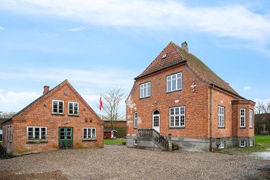 Villa på Brådevej i Nykøbing Sj - Set fra vejen