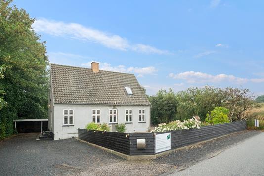 Villa på Stenstrupvej i Højby - Set fra vejen
