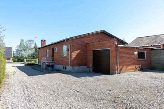 Villa på Rørvigvej i Nykøbing Sj - Set fra vejen