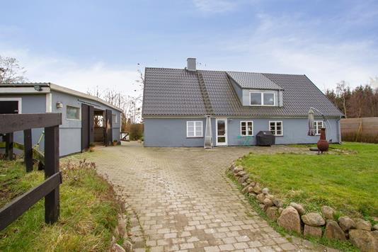 Villa på Fredensborg Kongevej i Kokkedal - Set fra vejen