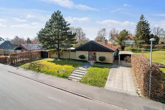 Villa på Solvænget i Rungsted Kyst - Set fra vejen