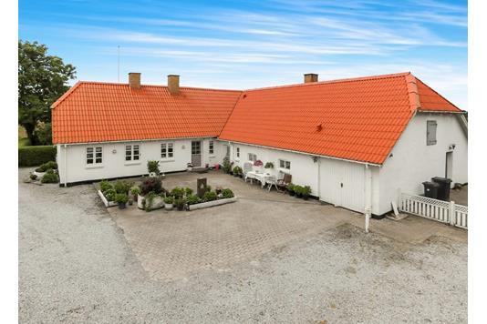 Landejendom på Nørrehedevej i Hals - Ejendommen