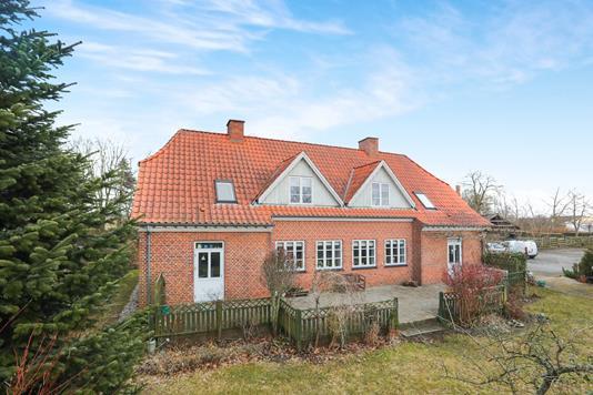 Villa på Skolevænget i Gandrup - Ejendommen