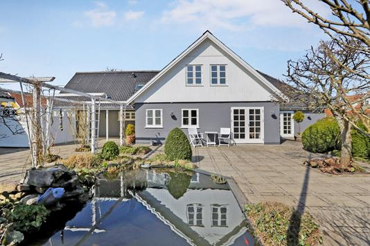 Villa på Fjordgade i Hals - Ejendommen
