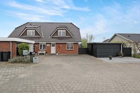Villa på Lucernehaven i Hals - Ejendommen