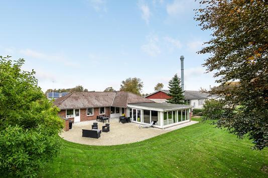 Villa på Vestre Stationsvej i Gesten - Ejendommen