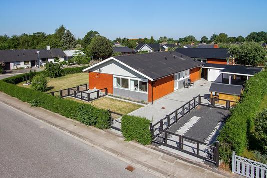 Villa på Skolevej i Vemmelev - Ejendommen