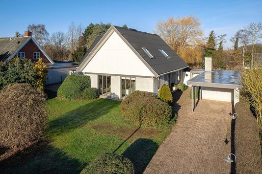 Villa på Rugvænget i Vemmelev - Set fra vejen