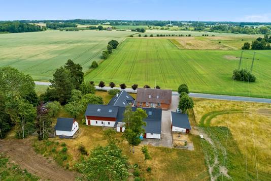 Landejendom på Langeskovvej i Langeskov - Luftfoto