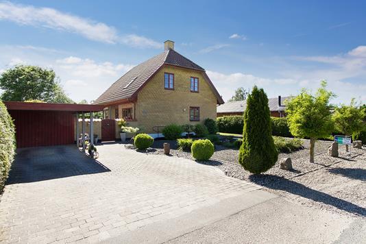 Villa på Ellingevej i Ullerslev - Set fra vejen
